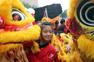 香港龍獅節元旦日起舞